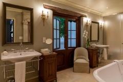 Luxury-Room12